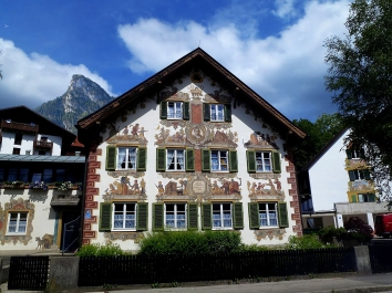 ObrmmrgPsnPlyHngrySlvkAmds_2020_08_Marie_Mattfeld_Haus_Oberammergau_Germany_-_panoramio_(1)_WC_CC